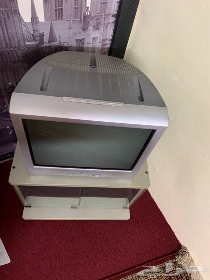 للبيع تلفزيون سوني مع الطاولة ( تم البيع )