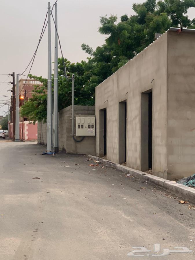 ارض سكنية مع محلات تجارية