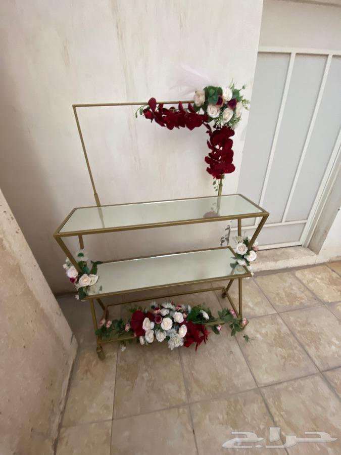 طاولة او عربة للمناسبات البسيطه