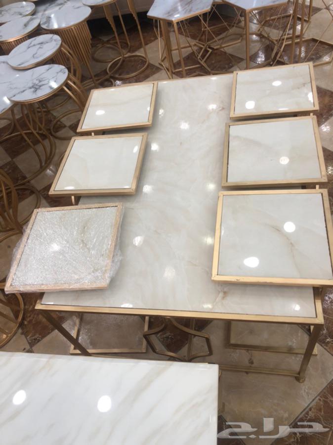لدينا طاولات ومداخل خشب وقزاز وحديد وتفصيل ع حسب الطلب
