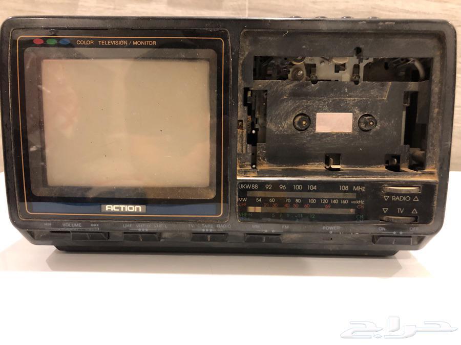 تلفزيون صغير قديم تراث