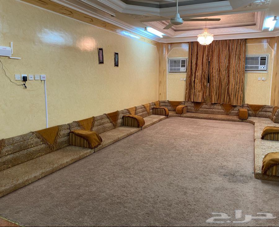 للبيع غرفة نوم رئيسية   صالة 7في 4   دولاب   مجلس 7 في 5