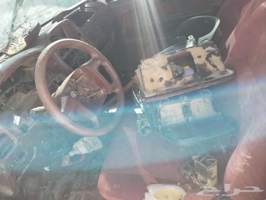 السياره ماشيه 80الف ولضروف بيع قطع
