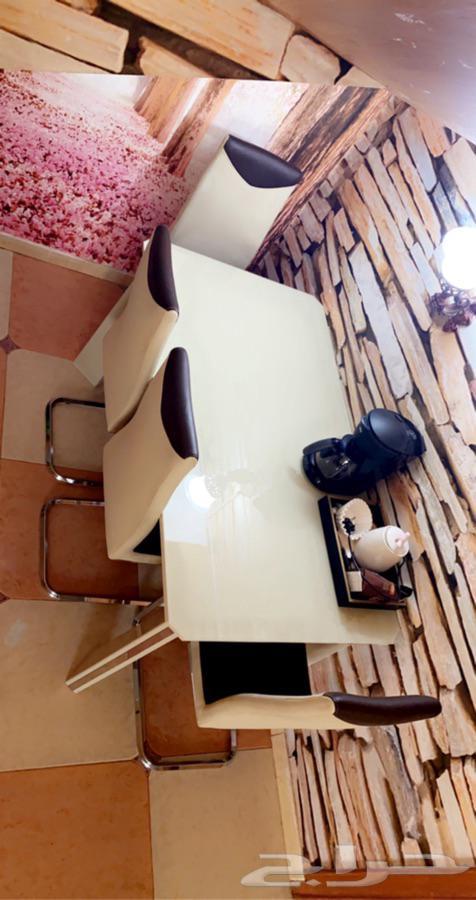 طاوله طعام 4 كراسي مستعمل مع البوفيه بالرياض بيج بني