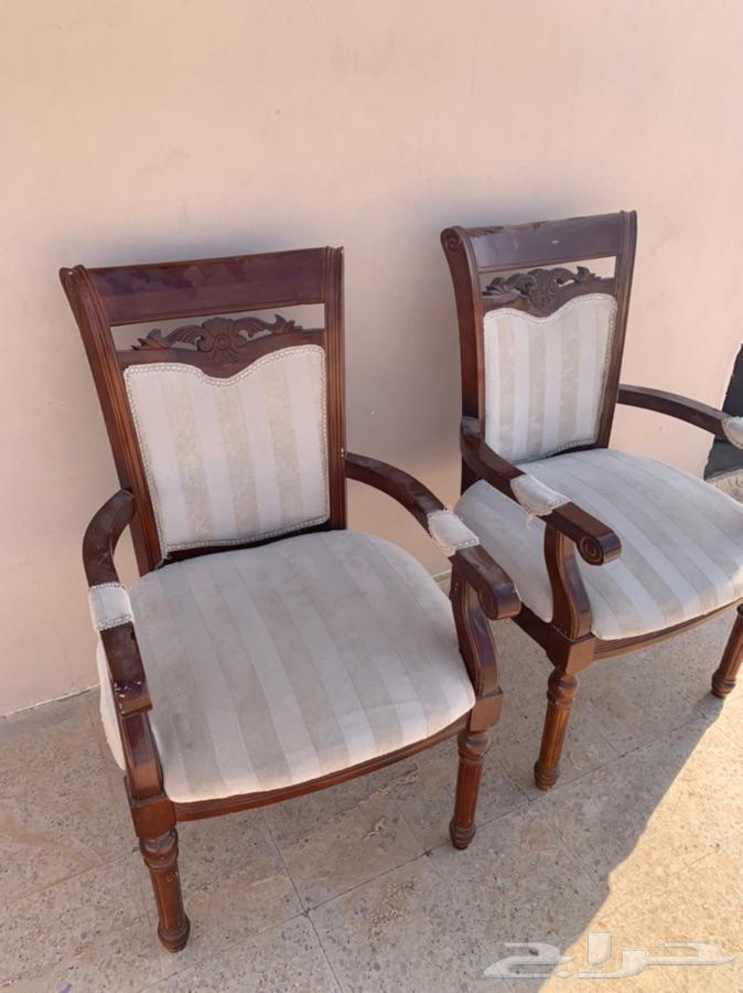 كنب مفرد قطعتين مع كرسين وطاوله ارضيه