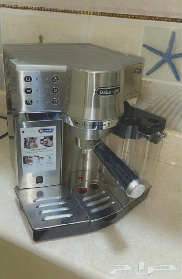 آلة صنع قهوة (ديلوجي) بالبن