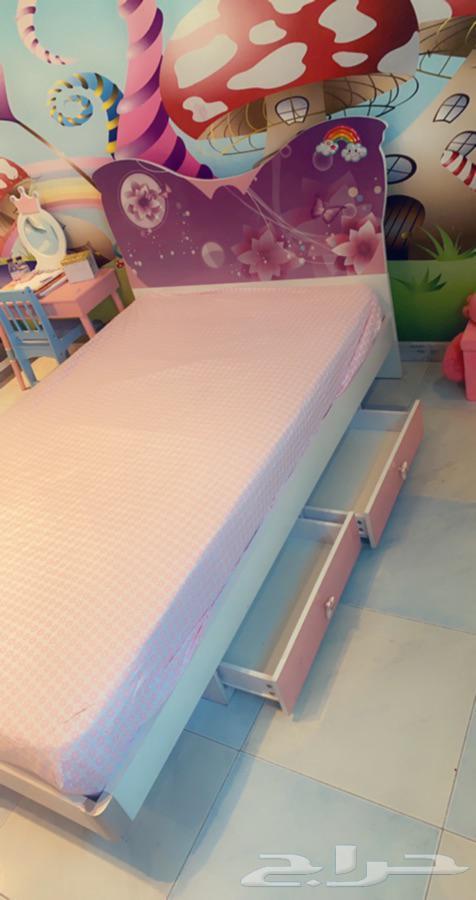 سرير بناتي مفرد مع دولاب وشوفنير مستعمل للبيع بالرياض