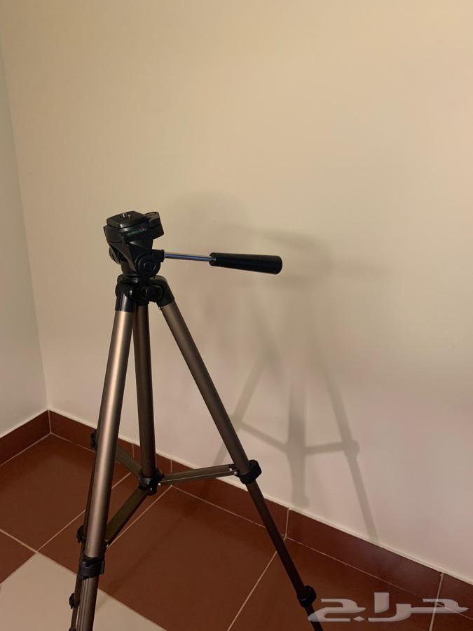 كاميرا كانون 600D   استعمال نظيف مع عدسة 55mm  معها ترايبود