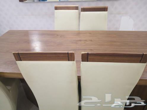 طاولة طعام مع 8 كراسي.. وطاولة بوفيه