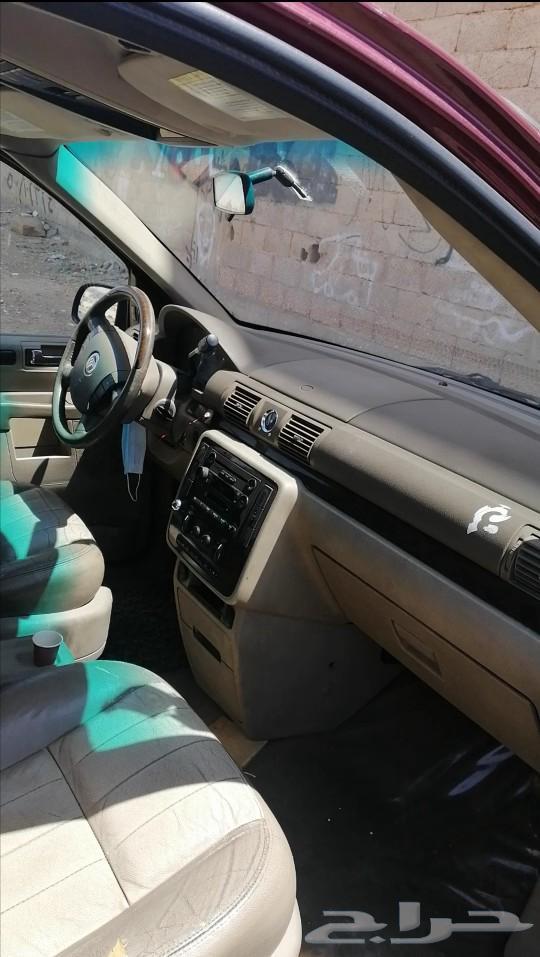 سيارة من نوع فورد ميركوري مونتنير 2006