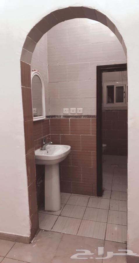 شقه نظيفه جدا  4 غرف ومدخلين