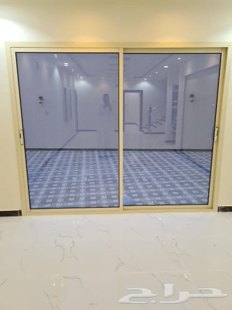 للبيع بالعزيزية فيلا دبلكس درج صالة مساحة 445