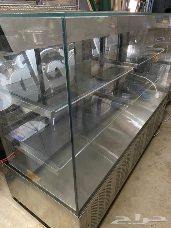 ثلاجة عرض للكيك والحلويات