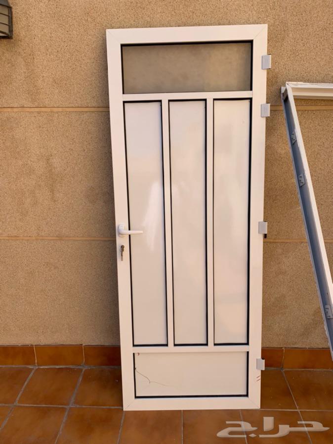 باب المنيوم نظيف