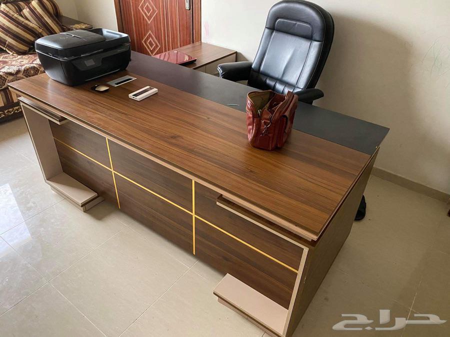 مكتب فخم جدا و راقي للبيع مع غرفة نوم فخمة