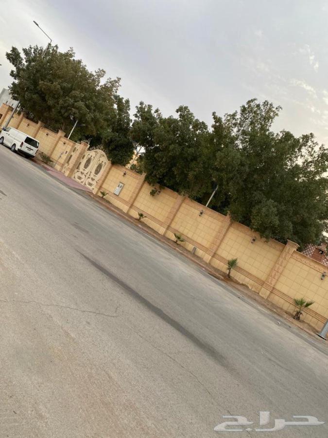 استراحه للبيع بحي العزيزيه بالرياض م2610