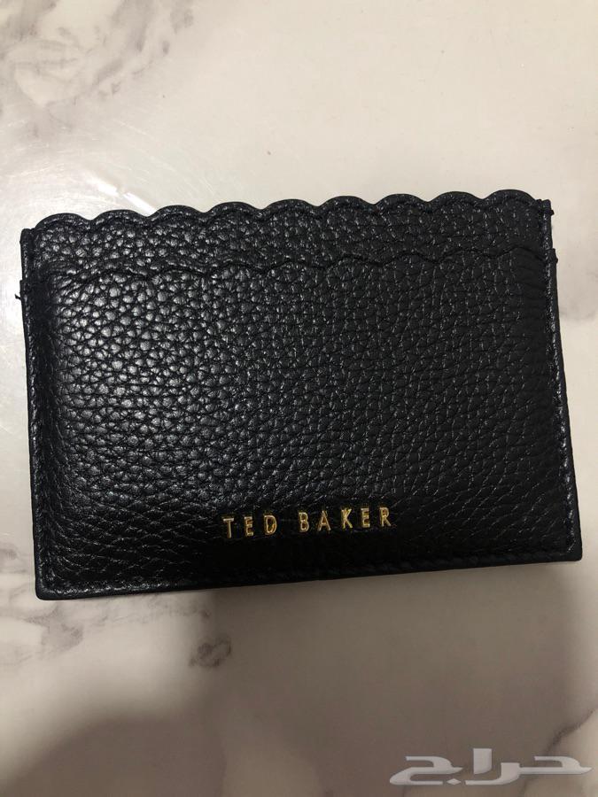 محفظة تيد بيكر