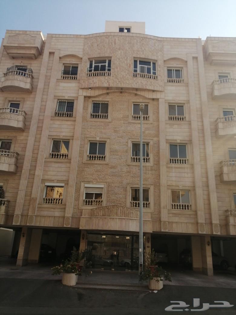 شقة واسعة وموقع مميز